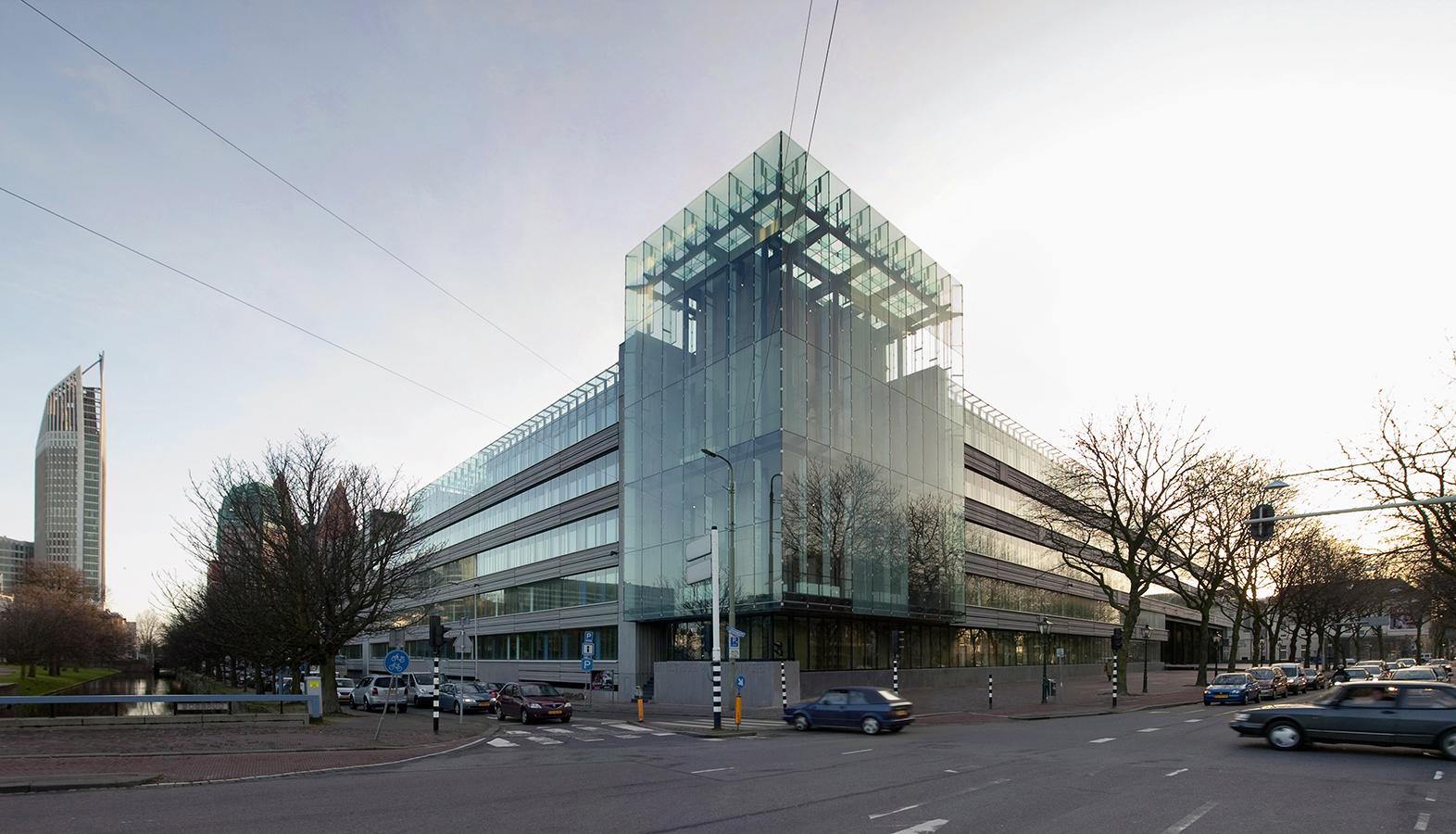 Glas Den Haag.Finanzministerium Den Haag